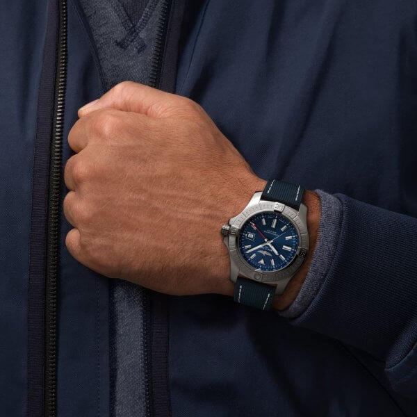 Breitling Avenger GMT 45_05-min