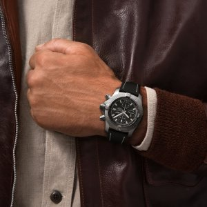 a13385101b1x1-avenger-chronograph-43-soldier5-min